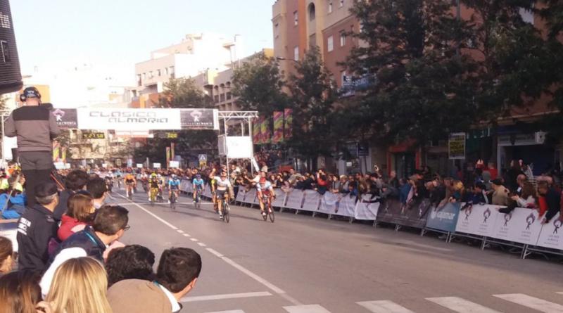 Clásica de Almería (1.HC): Pascal Ackermann domine le sprint et débloque son compteur en 2019